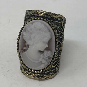 Vintage Shell Cameo Ring in Bronze Size 6 1/2 Hand